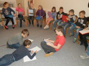 děti ze III. třídy místní základní školy při tvorbě limeriku